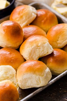 Irresistibly Soft Dinner Rolls are easy to make with just 6 ingredients. There's nothing like fluffy warm homemade dinner rolls. These are holiday worthy! Dinner Rolls Easy, Homemade Dinner Rolls, Dinner Rolls Recipe, Homemade Breads, Soft Rolls Recipe, Homemade Rolls, Easy Cloud Bread Recipe, Kitchen Recipes, Cooking Recipes