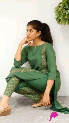 Salwar Designs, Silk Kurti Designs, Simple Kurta Designs, Kurta Designs Women, Kurti Designs Party Wear, Stylish Dress Designs, Designs For Dresses, Stylish Dresses, Latest Kurti Designs