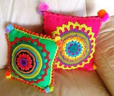 Crochet knitting ideas to decorate our home – - Stricken Ideen Crochet Cushion Cover, Diy Cushion, Crochet Cushions, Cushion Covers, Crochet Home, Cute Crochet, Crochet Dolls, Knitting Projects, Crochet Projects