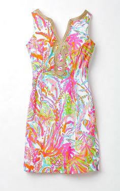 The Lilly Pulitzer Janice Shift Dress in Scuba to Cuba is bright and beautiful! #AshworthPrimandProperLoves