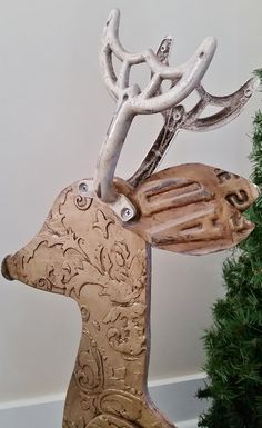 recycled reindeer with license plate ears Ceiling Fan Parts, Ceiling Fan Blades, Ceiling Fans, Christmas Signs, Christmas Crafts, Christmas Decorations, Christmas Ideas, Christmas 2019, Christmas Porch