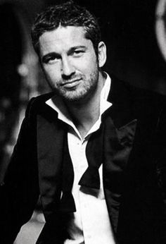 Gerard Butler, perfection in a tux