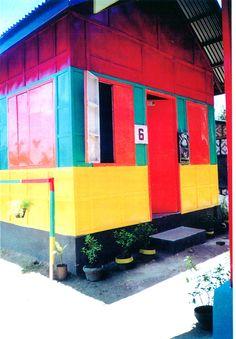 Reconstruction: une maison haute en couleur !