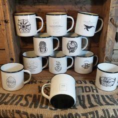 Estamos como locos con la colección que hemos hecho para Gorka Gondra. Sus ilustraciones nos parecen sublimes y el resultado final espectacular. Si os interesa podéis poneros en contacto con él porque ya están volando!! #RETROPOT www.retropot.es #vintage #taza #mug #enamelmug #camping #camplife #retro #retropot #pot #peltre #coffee #tea #vintagemug #cup #deco #outdoor