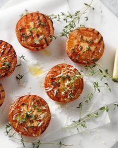 Een leuk vegetarisch bijgerechtje voor op de barbecue, deze Provençaalse tomatenpartjes.