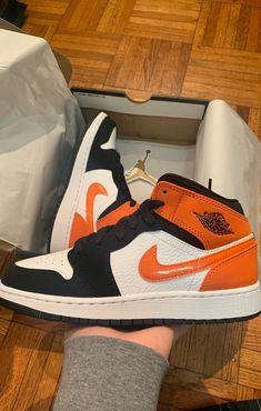 Nike Air Shoes, Sneakers Nike, Adidas, Kanye West, Baskets, Jordan Shoes Girls, Swag Shoes, Aesthetic Shoes, Football Shoes