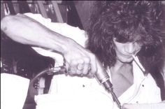 The King EVH making his special treatment to one of his tools ; ))