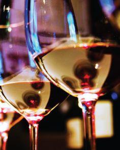Gi bort et gavekort på vinkurs med smaking av franske eller italienske viner. Mottaker får selv velge tema, en super bursdagsgave til den som har alt!
