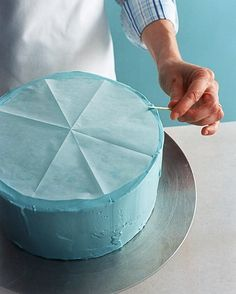 How to frost a round cake, perfectly.