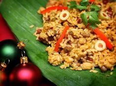 El arroz apastelado es parecido al típico arroz con gandules pero se le añaden carne de cerdo, habichuelas y garbanzos. Para darle un toque de sabor a pastel a esta exquisitez, se le añade un plátano. Este arroz queda un poco amogollao, pero es delicioso.