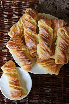 Słodkie bułki z serem Breakfast For Dinner, Breakfast Recipes, Dessert Recipes, Bread Bun, Bread Cake, Polish Desserts, Cinnamon Roll Pancakes, Deli Food, Good Food