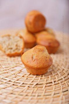Si vous cherchez une recette de muffins à tomber mais pas trop calorique ne cherchez pas plus loin cette recette est faite pour vous ! J'en ai mangé une grosse partie tiède avec un bon chocolat chaud près du poêle ... rien de mieux pour se réchauffer...