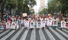 Los padres de los 43 estudiantes inician plantón frente a la casa presidencial de México  http://www.elperiodicodeutah.com/2015/11/noticias/internacionales/los-padres-de-los-43-estudiantes-inician-planton-frente-a-la-casa-presidencial-de-mexico/