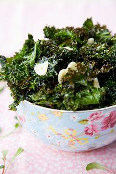 Crispy Kale with Black Truffle Garlic Aioli Dip from @Jen Laceda   Tartine and Apron Strings