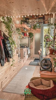 Tiny House Loft, Tiny House Living, Tiny House On Wheels, Tiny House Design, Future House, Casas Containers, Cabin In The Woods, Little Houses, Tiny Houses