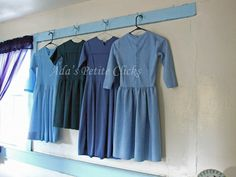 Amish Homes Inside ~ Sarah's Country Kitchen ~ Imagine the freedom of not worrying about what outfit you're going to wear. Amish Country Ohio, Amish House, Amish Culture, Living Etc, Plain Dress, Amish Quilts, Cape Dress, Simple Living, Country Kitchen