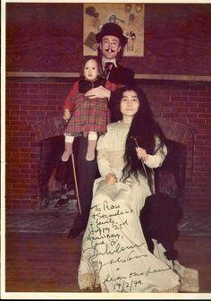 John, Yoko and Sean Lennon Sean Lennon, John Lennon And Yoko, John Lennon Beatles, The Beatles, Great Bands, Cool Bands, Big Hair Bands, Family Relations, Indian Music