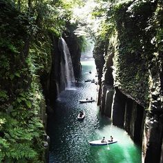 Takachiho Gorge in southern #Japan is a hidden treasure. Its crystal clear waters flow through sheer basalt rock walls up to 100m tall. Dotted throughout are beautiful waterfalls and incredibly coloured leaves in the autumn.