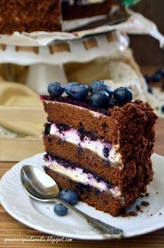 Pyszny, wilgotny, nieprzesłodzony tort, do którego wykonania wykorzystałam własnej produkcji jagody w syropie. Takie jagódki, to bajeczny... Köstliche Desserts, Chocolate Desserts, Delicious Desserts, Yummy Food, Vegan Kitchen, Occasion Cakes, Something Sweet, Sweet Recipes, Cake Decorating