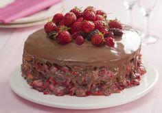 O pacote Bolos é uma verdadeira tentação. A seleção das 120 receitas visa contemplar todos os desejos e necessidades de quem gosta de preparar bolos, dos mais fáceis aos sofisticados. Na lista, há uma variedades de bolos simples, como de