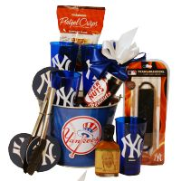 Gifts for Yankee Fans |New York Yankees Gift Basket Deluxe | Gift ...