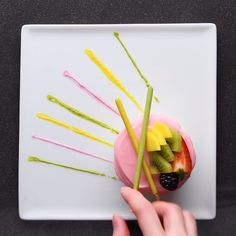 Food Plating Techniques, Candy Pop, Cake Decorating Videos, Creative Desserts, Food Garnishes, Dessert Decoration, Fruit Drinks, Easy Healthy Dinners, Food Presentation