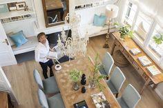 MG 6570. Lorenzo Meazza, responsable de interiorismo de Ikea, en el comedor de su casa
