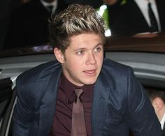 Niall Horan. Loved the suit and tie look.