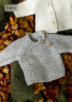 Crochet Dolls, Crochet Baby, Knit Crochet, Baby Sweater Knitting Pattern, Baby Knitting Patterns, Knitting For Kids, Easy Knitting, Baby Barn, Granny Square Crochet Pattern