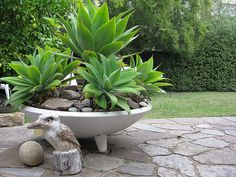 very nice simple bowl with feet, modern planter, Repinned by Secret Design Studio, Melbourne. www.secretdesignstudio.com