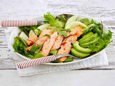 HEDELMÄINEN LOHISALAATTI Mausta lohifilee inkiväärillä ja makealla chilikastikkeella. Tarjoa salaatin, avokadon ja muiden hedelmien kanssa, pirskota päälle limetin mehua. Katso raikkaan ja hedelmäisen salaatin ohje – tällä saat vaihtelua lohiruokiin.