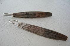 Orecchini pendenti argento 925 incisioni- orecchini in argento- gioielli fatti a mano- orecchini pendenti- pezzo unico di Petrahandmadejewelry su Etsy