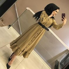 Görüntünün olası içeriği: 2 kişi – Best Of Likes Share Modern Hijab Fashion, Abaya Fashion, Muslim Fashion, Modest Fashion, Fashion Dresses, Hijab Style Dress, Casual Hijab Outfit, Hijab Chic, Mode Abaya