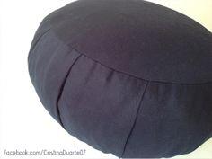 Zafu (almofada) para Meditação. Em estoque e sob encomenda. Produto artesanal confeccionado em tecido 100% algodão. facebook.com/cristinaduarte07 #CristinaDuarte07 #zafu #meditaçao #encomenda