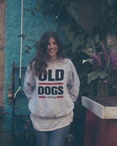 R E B A J A S  www.olddogs.es  . @claudiaburgos8  @errecebe  #streetwear #fashion #hypebeast #sweater #coruña #galicia #girl #homies #dogtown #rap #skate #surf #hiphop #olddogs #rebajas #sales