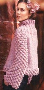 Женский пуловер с шишечками, вязаный спицами.