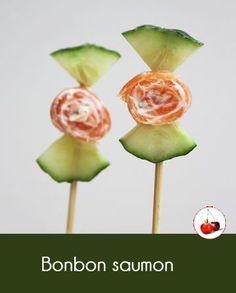 Le bonbon saumon et concombre, comme une sucette, une idée facile, pour les apéros rigolo de nos petits gastronomes. Facile et rapide à faire ...