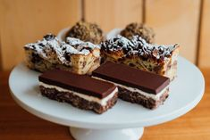 Mlles Gâteaux : charmante pâtisserie artisanale de Villeray Montreal Artisanal, Desserts, Restaurants, Canada, Food, Small Batch Baking, Tailgate Desserts, Deserts, Meals