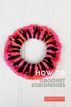 Vickie Howell shows how to knit and crochet scrap bin scrunchies using leftover yarn and plain hairbands. Both VIDEO tutorial and pattern included! Crochet Hook Sizes, Crochet Hooks, Free Crochet, Knit Crochet, Crochet Hair Accessories, Crochet Hair Styles, Hair Essentials, Yarn Tail, Wrist Warmers