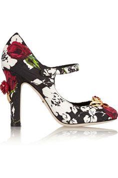 Dolce&Gabbana. ¿Quieres añadir un toque floral en tu salón? En vez del clásico jarrón, ¿qué tal hacerlo con un Mary Jane con detalles tridimensionales como éste?