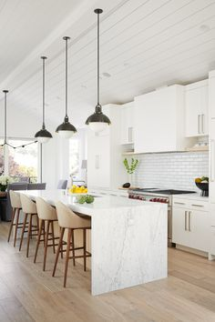 Interior Designer Portfolio by Holly A. Kopman Interior Design - Dering Hall : Bright kitchen with marble waterfall island, pendants, and barstools Kitchen Contemporary Coastal by Holly A Kopman Interior Design Home Decor Kitchen, Kitchen Interior, New Kitchen, Minimal Kitchen, Kitchen Ideas, Kitchen Shop, Eclectic Kitchen, Kitchen Trends, Apartment Kitchen
