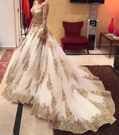 2015 Newest Twp Pieces Wedding Dresses A-line V-neck Long Sleeves Golden Appliques Sequined Chapel Train Bridal Gowns Custom
