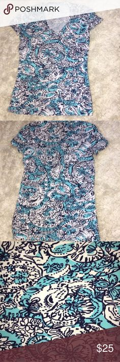 Lily Pulitzer Michel Floral XXS Short Sleeve Shirt EUC.It has a floral pattern and V neck style. Lilly Pulitzer Tops Tees - Short Sleeve