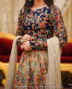 Pakistani Party Wear Dresses, Simple Pakistani Dresses, Pakistani Wedding Outfits, Pakistani Dress Design, Party Dresses, Wedding Dresses, Indian Fashion Dresses, Dress Indian Style, Indian Designer Outfits