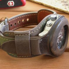 It was a long, long time ago. Army Gifts, Military Gifts, Diy Leather Sandals, Retro Fashion, Vintage Fashion, Fashion Watches, Leather Craft, Watch Bands, Zulu