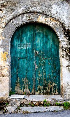Aegina, Greece place of the Goddess of Aphaea since 1800 bce. Cool Doors, Unique Doors, Door Knockers, Door Knobs, When One Door Closes, Vintage Doors, Rustic Doors, Jolie Photo, Greek Islands