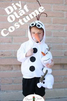 Easy DIY Olaf costume using a white hoodie sweatshirt, felt and pipe cleaners. It can easily be sized from a baby or toddler to a girls or boys, teens and adults. This tutorial shows you how to make your own simple Olaf costume from Frozen. Pair it with a DIY Elsa costume or Sven costume for a fun family costume theme. Disney Costumes DIY | Easy Disney Costumes