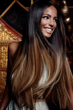 cheveux raides et longs à effet ombré - du noir aux éclats blond doré et caramel