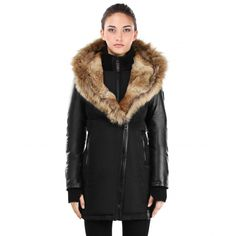 This is a winter fashion parka outwear for women! A warm coat with fur collar hooded jacket in a slim fit, perfect for the cold winter weather. Fall Winter Outfits, Winter Fashion, Coats For Women, Jackets For Women, Mackage Jacket, Quoi Porter, Warm Coat, Winter Coat, Down Coat
