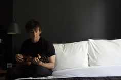 Neil Gaiman playing #ukulele